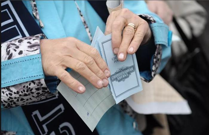 Сберкнижка или пластиковая карта