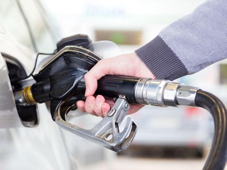 Заправка бензином