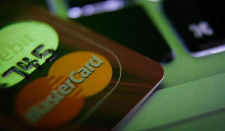 Чтобы не попасться на мошенников нужно знать правила безопасного использования банковских карт